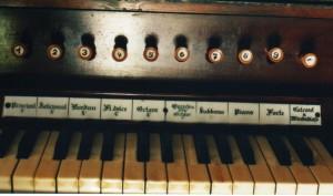 9101-04_Orgel_Spieltisch