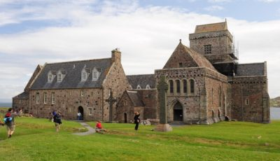 Iona Abbey, Foto von Ray Jones, CC BY-SA 2.0, https://commons.wikimedia.org/w/index.php?curid=14196772